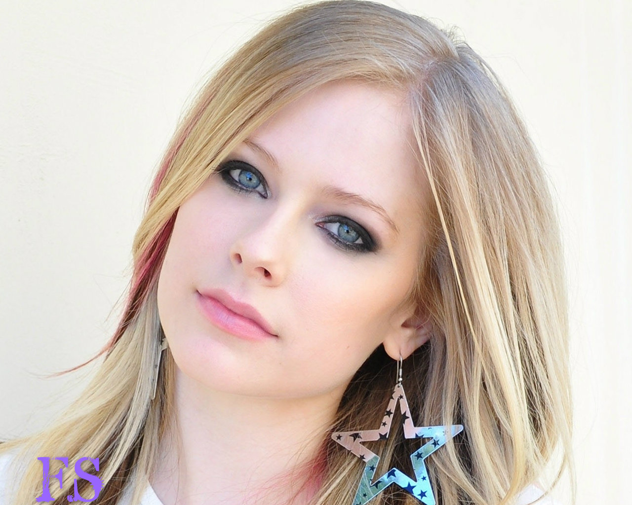 Avril Lavigne with makeup