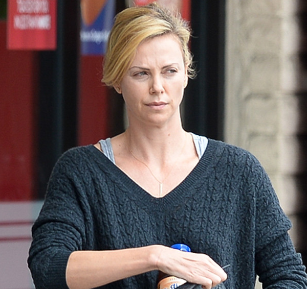 Charlize Theron no makeup