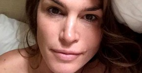 Cindy Crawford no makeup selfie