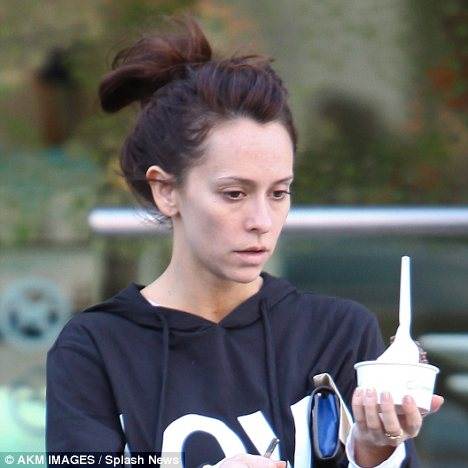 Jennifer Love Hewitt no makeup