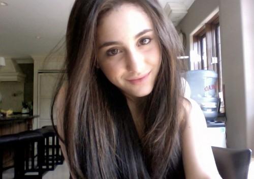 Ariana Grande without makeup selfie